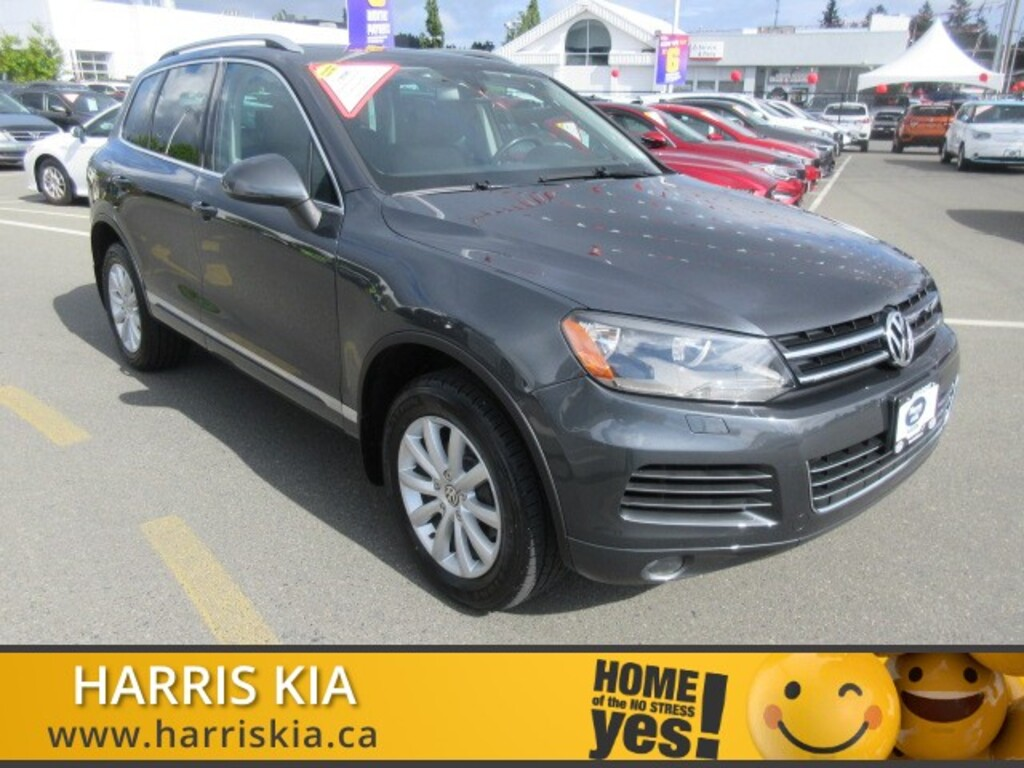 Pre-Owned 2012 Volkswagen Touareg Highline V6 AWD Navigation Pano Sunroof Leather Lo